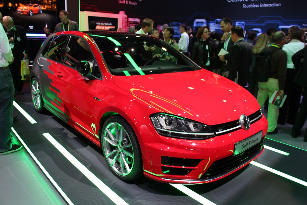 vw-golf-r-touch-ces-2015